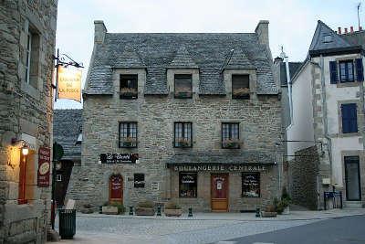 Roscoff maison erigee en 1598 petite cite de caractere routes touristiques dans le finistere guide du tourisme en bretagne