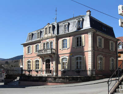 Rougemont le chateau l hotel de ville routes touristiques du teritoire de belfort guide du tourisme de franche comte