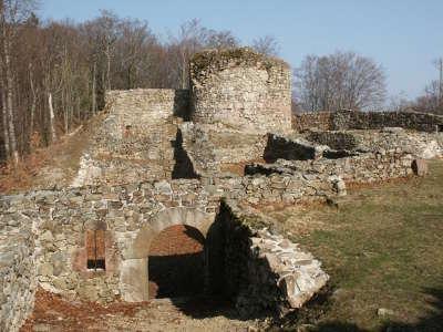 Rougemont le chateau ruine du chateau fort de rougemont routes touristiques du teritoire de belfort guide du tourisme de franche comte