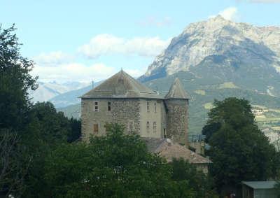 Rousset le chateau routes touristiques des hautes alpes guide du tourisme de la provence alpes cote d azur