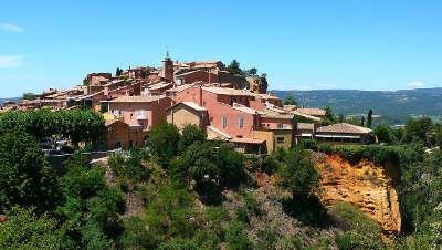 Roussillon plus beau village village perche routes touristiques du vaucluse guide du tourisme de provence alpes cote d azur