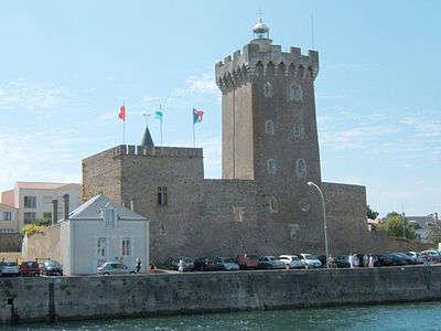 Sables d olonne le chateau saint clair dans le quartier de la chaume routes touristiques de vendee du tourisme du pays de la loire