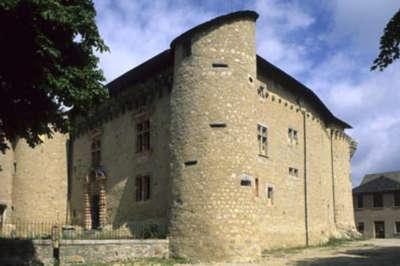 Saint alban sur limagnole le chateau routes touristique de la lozere guide du tourisme du languedoc roussillon