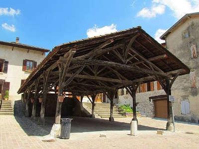 Saint antoine l abbaye les halles routes touristiques de isere guide du tourisme de rhone alpes