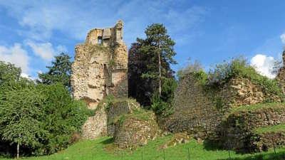 Saint aubin du cormier les ruines du chateau route touristique de l ille et vilaine guide du tourisme de bretagne