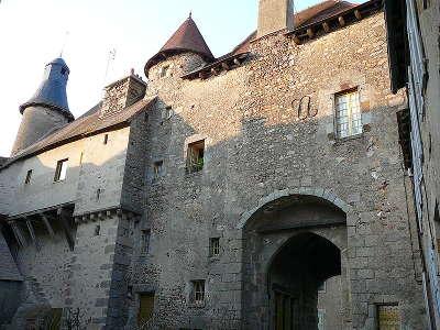 Saint benoit du sault la cite medievale plus beau village de france les routes touristiques dans l indre guide du tourisme centre val de loire