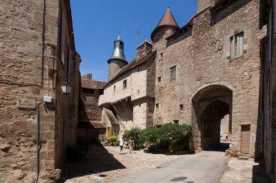 Saint benoit du sault la cite medievale plus beau village de france routes touristiques dans l indre guide du tourisme centre val de loire