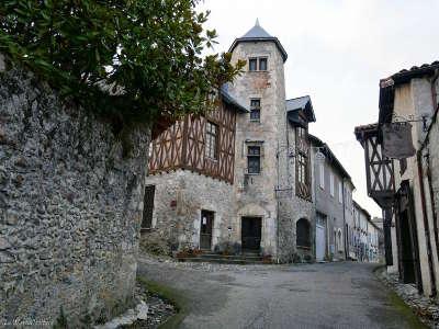 Saint bertrand de comminges plus beau village cite medievale routes touristiques de haute garonne guie du tourisme de midi pyrenees