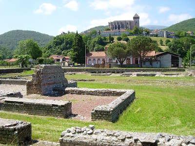 Saint bertrand de comminges plus beau village les ruines antiques et la cathedrale medievale routes touristiques de haute garonne guie du tourisme de midi pyrenees