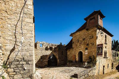 Saint cirq lapopie le musee rignault routes touristiques du lot guide touristique midi pyrenees