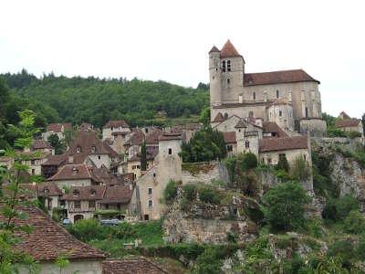 Saint cirq lapopie vue du generale routes touristiques du lot guide touristique midi pyrenees