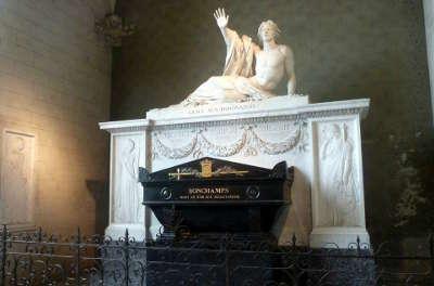 Saint florent le veil le tombeau du general bonchamps routes touristiques de maine et loire guide du tourisme du pays de la loire