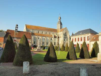 Saint germer de fly abbaye jardins et collegiales saint quentin routes touristique de l oise guide du tourisme de picardie