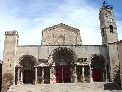 Saint gilles abbaye saint gilles routes touristiques du gard guide du tourisme du languedoc roussillon