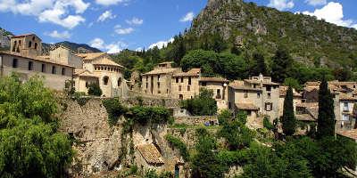 Saint guilhem le desert plus beaux villages routes touristiques de herault guide touristique du languedoc roussillon