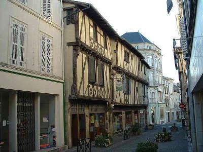 Saint jean d angely centre historique routes touristique de charente maritime guide du tourisme poitou charente