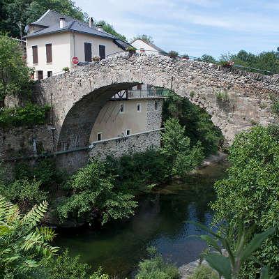 Saint jean du bruel le pont roman sur la dourbie routes touristiques de l aveyron guide du tourisme de la provence alpes cote d azur