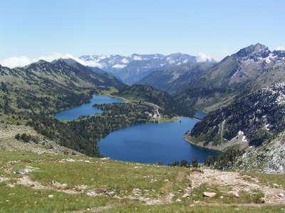 Saint lary soulan massif du neouvielle lacs d aumar et d aubert routes touristiques des hautes pyrenees guide du tourisme midi pyrenees
