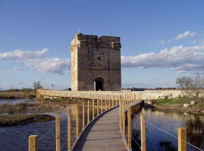 Saint laurent d aigouze la tour carbonniere routes touristiques du gard guide du tourisme du languedoc roussillon
