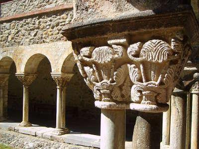 Saint lizier ville d art et d histoire le cloitre de la cathedrale routes touristiques de ariege guide du tourisme midi pyrenees