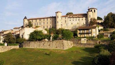 Saint lizier ville d art et d histoire les routes touristiques de ariege guide du tourisme midi pyrenees