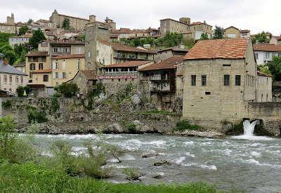 Saint lizier ville d art et d histoire routes touristiques de ariege guide du tourisme midi pyrenees