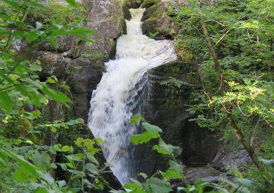 Saint martin chateau la cascade des jarrauds routes touristiques de la creuse guide du tourisme du limousin