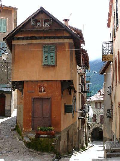 Saint martin vesubie village perche maison du coiffeur rue du docteur cagnoli routes touristique des alpes maritimes guide du tourisme provence alpes cote d azur