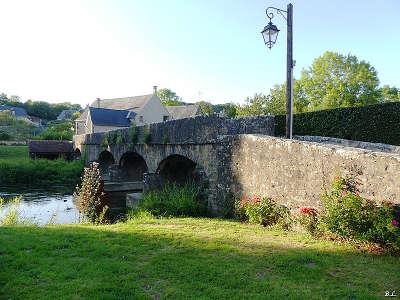 Saint pierre sur erve petite cite de caractere pont medieval routes touristiques de mayenne guide du tourisme pays de la loire