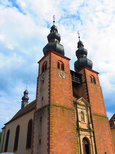 Saint quirin plus beaux villages eglise routes touristiques de la moselle guide du tourisme de lorraine
