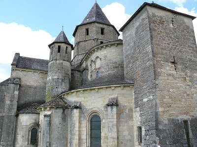 Saint robert plus beaux villages eglise saint robert routes touristique de correze guide touristique du limousin