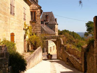 Saint robert plus beaux villages maisons routes touristique de correze guide touristique du limousin