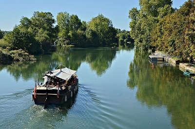 Saint simon gabarre et quais depuis le pont de juac routes touristique de charente guide du tourisme de poitou charentes