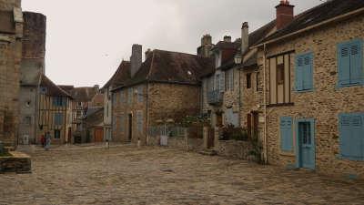 Saint yrieix la perche plus beaux detours de france rue medievale routes touristiques de la haute vienne guide du tourisme du limousin