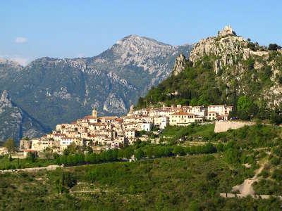 Sainte agnes plus beau village vue sur le village perche routes touristique des alpes maritime guide du tourisme provence alpes cote d azur