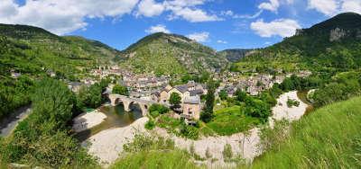 Sainte enimie au coeur des gorges du tarn plus beaux villages routes touristiques de lozere guide touristique du languedoc roussillon