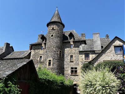 Sainte eulalie d olt plus beaux villages de france le chateau routes touristiques de aveyron guide du tourisme midi pyrenees