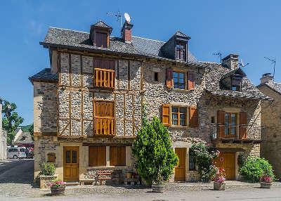 Sainte eulalie d olt plus beaux villages de france maison a colombages et galets routes touristiques de aveyron guide du tourisme midi pyrenees