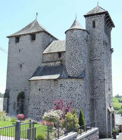 Sainte genevieve sur argence l eglise saint etienne routes touristique d aveyron guide du tourisme midi pyreneess