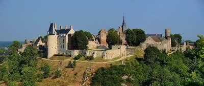Sainte suzanne plus beau village vue du village routes touristiques de mayenne guide du tourisme pays de la loire