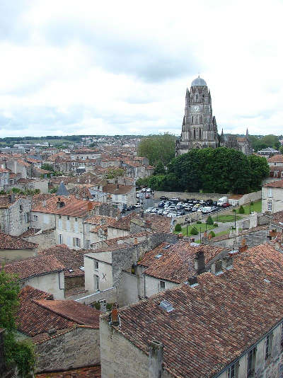 Saintes ville d art et d histoire centre historique routes touristique de charente maritime guide du tourisme poitou charente