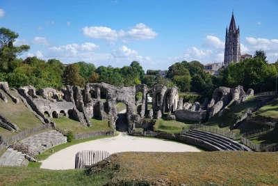 Saintes ville d art et d histoire l amphitheatre romain routes touristique de charente maritime guide du tourisme poitou charente
