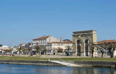 Saintes ville d art et d histoire l arc de triomphe routes touristique de charente maritime guide du tourisme poitou charente