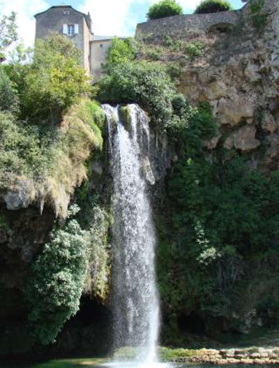 Salles la source la cascade routes touristique d aveyron guide du tourisme midi pyreneess