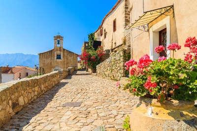 Sant antonino plus beau village ruelle routes touristiques en haute corse guide du tourisme de la corse