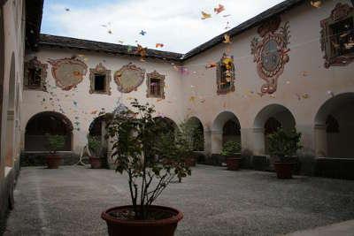 Saorge village perche le cloitre du monastere de saorge routes touristique des alpes maritimes guide du tourisme provence alpes cote d azur