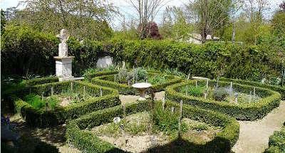 Sarrant plus beau village jardin medieval routes touristiques du gers guide du tourisme midi pyrenees