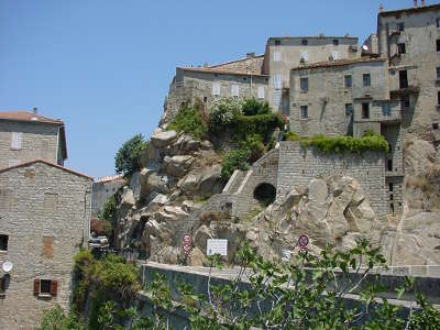 Sartene ville d art et d histoire construite sur d enormes blocs rocheux routes touristiques en corse du sud guide du tourisme de la corse