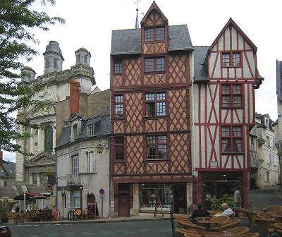 Saumur ville d art et d histoire maisons a pans de bois de la place saint pierre routes touristiques de maine et loire guide du tourisme du pays de la loire