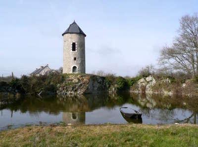 Savennieres petite cite de caractere moulin de plussin routes touristiques de maine et loire guide du tourisme du pays de la loire